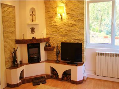 Apartament in vila,acces auto in curte, gradina, Centrul Istoric Schei, Brasov