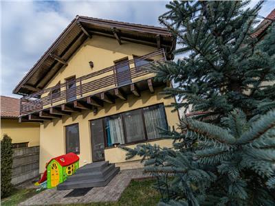 OFERTA TRANZACTIONATA! In distincta mantie, cu simbol verde, Sanpetru, Brasov