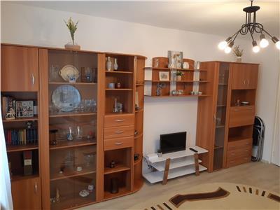 Apartament cu patru camere mobilat si utilat complet, in zona Tractoru