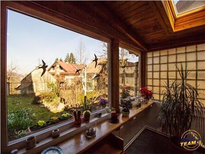 Nivel in vila, acces direct la garaj, gradina si curte proprie, Central, Brasov