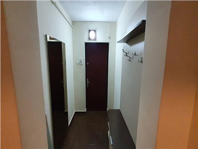 OFERTA REZERVATA! Apartament de 3 camere, spatios, cochet si luminos, zonare avantajoasa, liber la inchiriere.