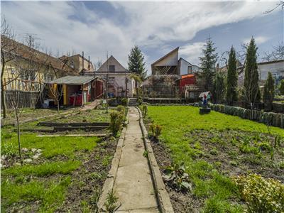 Proprietate cu trei imobile, gradina proprie, Central, Brasov