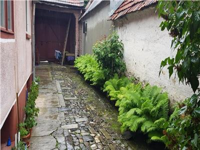 OFERTA TRANZACTIONATA!! Casa in Harman, cu gradina de pomi si curte individuala