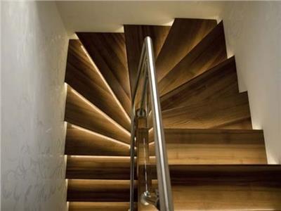Distinct Penthouse, in calda cromatica, pe doua nivele, doua terase