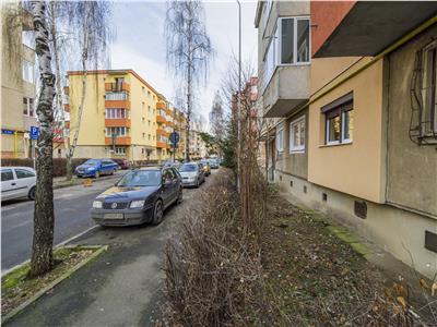 EXPLOREAZA VIRTUAL! Decomandata structurare, balcon, beci si loc parcare, Semicentral, Brasov