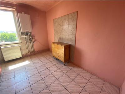 Apartament cu trei camere, decomandat, Craiter, Brasov