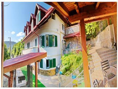 EXPLOREAZA VIRTUAL! Casa boiereasca, cu turnulet de veghe, in verde imbratisare, Central, Brasov