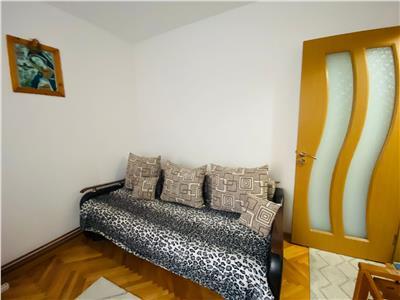Apartament cu trei camere, semidecomandat, Brasov