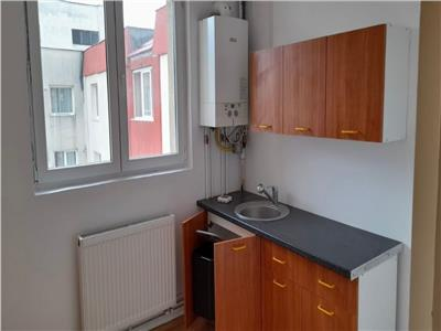 Apartament cu trei camere, nemobilat, semicentral, Brasov