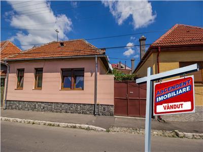 OFERTA TRANZACTIONATA!!! Casa singura in curte, zona de case,cu garaj si gradina
