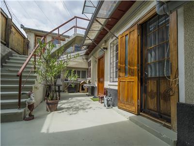 OFERTA TRANZACTIONATA!!!!! Nivel in vila, curte proprie, garaj, zonare rezidentiala apreciabila, Brasov