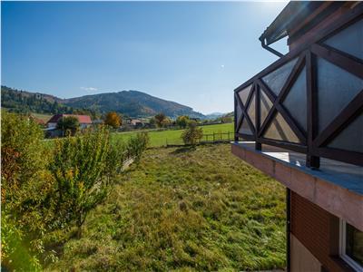 TUR VIRTUAL!! Eleganta vila, iti zambeste, de la poalele Muntelui Ciucas
