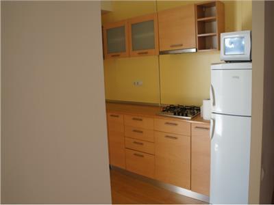 OFERTA REZERVATA!!Apartament spatios cu trei camere nemobilat in zona centrala,Brasov.