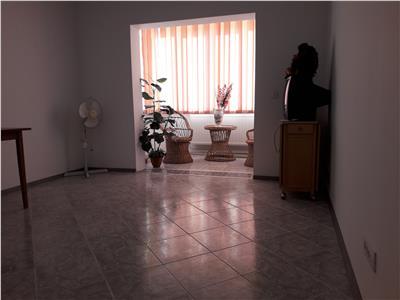 Apartament 3 camere - 80 mp