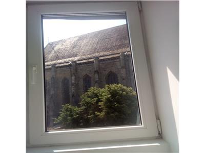 Inchiriat Apartament 3 camere vizavi de Biserica Neagra