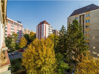 Proprietatea racoroasa vara si calduroasa iarna, Centrul Civic, Brasov