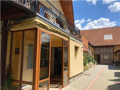 OFERTA REZERVATA!!!Corp de casa, pe doua nivele, garaj propriu, spatiu de recreere, Central, Brasov