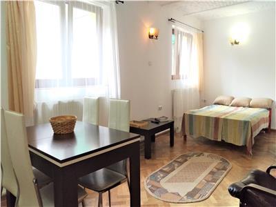 Apartament spatios cu 3 camere in corp de casa in centrul istoric de inchiriat!