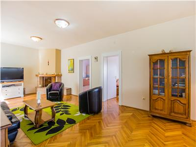 Nivel in vila, cu gradina si curte proprie, pozitie panoramica, Central, Brasov
