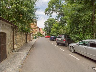 Vila, cu trei imobile, conditii speciale, Ultracentral, Brasov