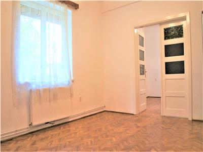 Apartament doua camere nemobilat, pozitie avantajoasa, Brasov