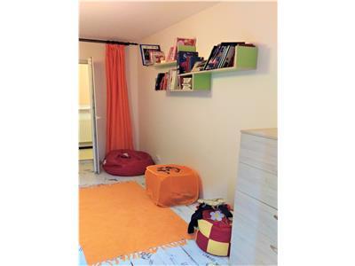 OFERTA REZERVATA!!!Apartament 3 camere, doua bai,mobilat si utilat, insorit pozitionat