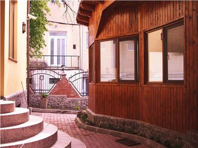 Pensiune, imbratisata de spatiu verde, Centrul Istoric, Brasov