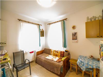 Apartament in vila interbelica + casuta, curte proprie, Central, Brasov