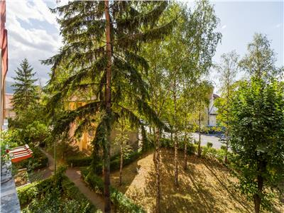 Apartament luminos, zonare in verde, Central, Brasov