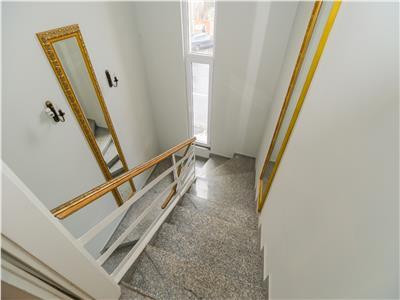 Eleganta resedinta, pe doua nivele, in vila interbelica, Central, Brasov