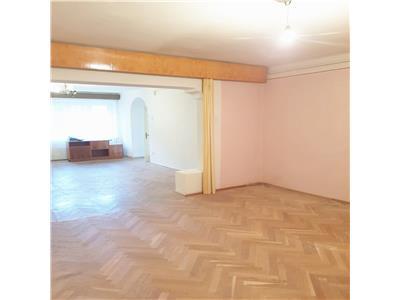 OFERTA REZERVATA!Apartament in vila+ 400 teren intravilan autorizatie constructie casa, Central, Brasov